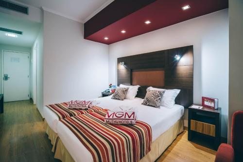 A bed or beds in a room at Muthu Raga Madeira Hotel