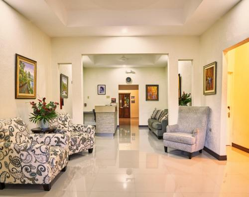 The lobby or reception area at Shirley Retreat