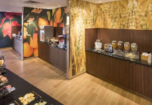 A restaurant or other place to eat at Fairfield Inn & Suites by Marriott Hershey Chocolate Avenue