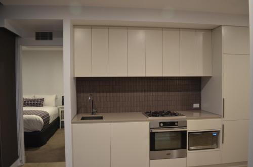 A kitchen or kitchenette at VUEonKW