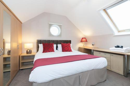 A bed or beds in a room at Cheshire Sanctuary