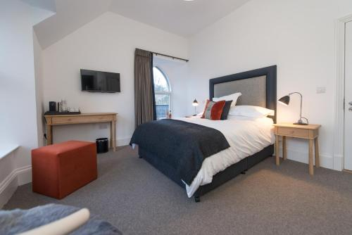 A bed or beds in a room at Isle of Raasay Distillery