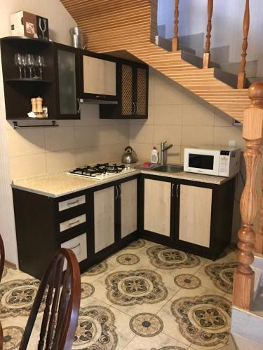 A kitchen or kitchenette at Cottages in Mozhzhevelovaya Roshcha