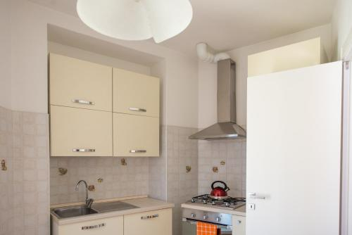 A kitchen or kitchenette at Pinky House
