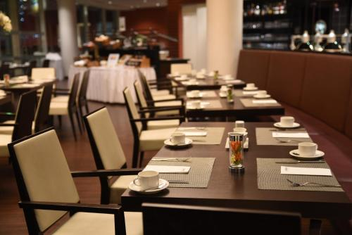 A restaurant or other place to eat at Lindner Congress Hotel Cottbus