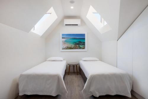 A bed or beds in a room at Bondi Beach Studio Suite 2
