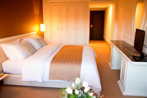 A bed or beds in a room at Nassim Hôtel