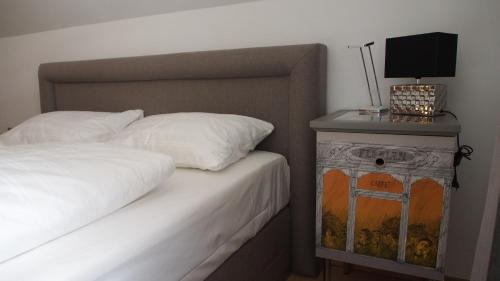 A bed or beds in a room at Seehaus - Seewirt