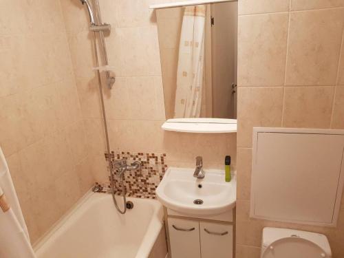 A bathroom at Apartment on Ulitsa Musy Dzhalilya