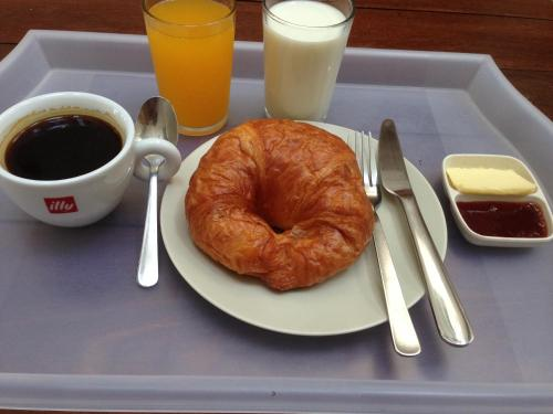 Breakfast options available to guests at Lantern Hotel