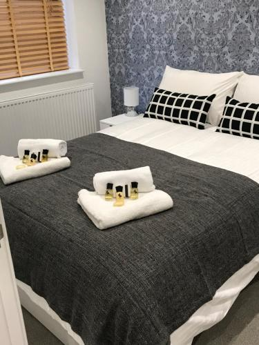 Reading Train Station Apartment by Shepherd Serviced Apartments