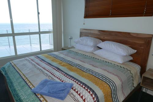 A bed or beds in a room at Luxury Private Penthouse at Trinity Beach