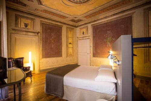 A bed or beds in a room at Cortona Charme