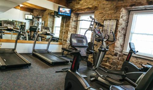 The fitness centre and/or fitness facilities at Newport Bay Club and Hotel