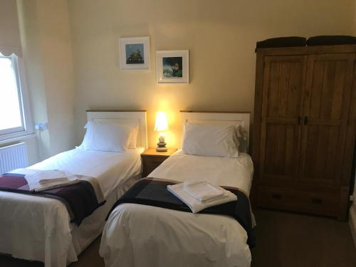 A bed or beds in a room at Admiral MacBride