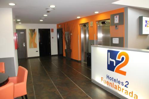 Лобби или стойка регистрации в H2 Fuenlabrada
