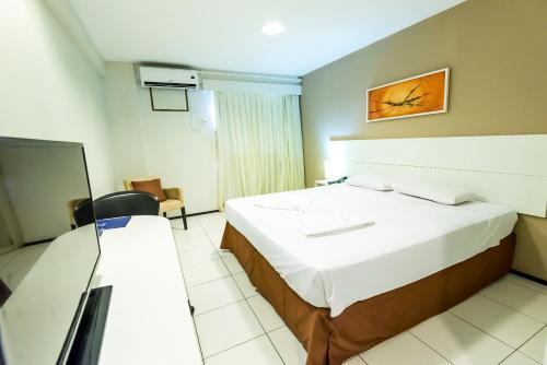 A bed or beds in a room at SLZ Lagoa Hotel