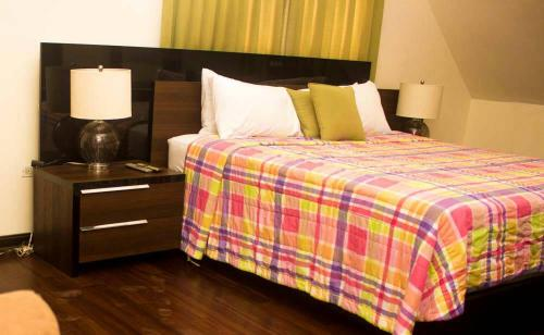 A bed or beds in a room at Elite Hotel Haiti