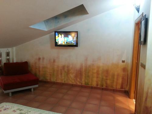 A television and/or entertainment center at Hotel Redecilla del Camino