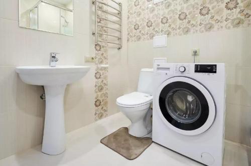 A bathroom at Квартира на Филимоновской Центр