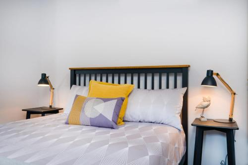 A bed or beds in a room at Albury Yalandra Apartment 3