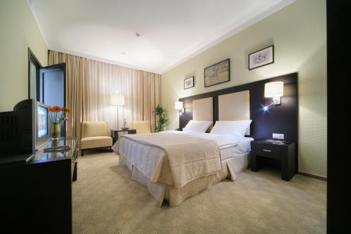 Кровать или кровати в номере Бизнес-отель Сенатор