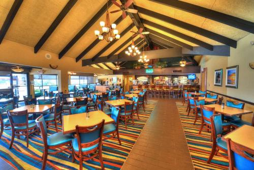 A restaurant or other place to eat at Best Western Aku Tiki Inn