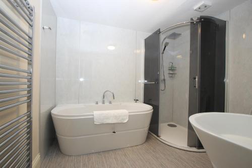 A bathroom at Caledonian House