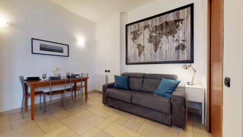 A seating area at Apartment with private garden near San Siro Stadium