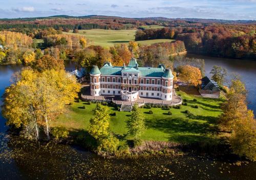 Ett flygfoto av Häckeberga Slott