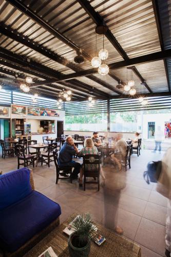 Un restaurante o sitio para comer en Airport X Managua
