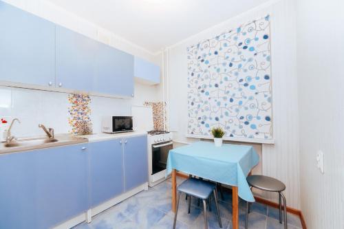 Кухня или мини-кухня в Апартаменты метро Козья слобода ТРК Тандем