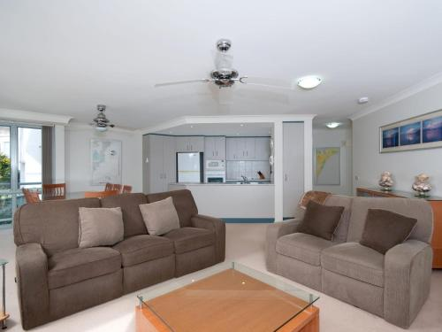 A seating area at Government Road, Unit 03, 153, Bagnalls Beach Apartment