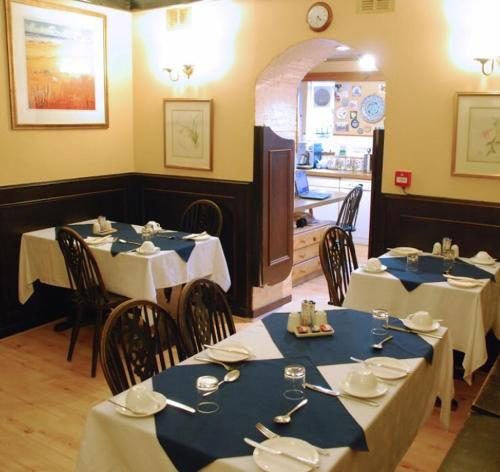A restaurant or other place to eat at Denmore Guest House