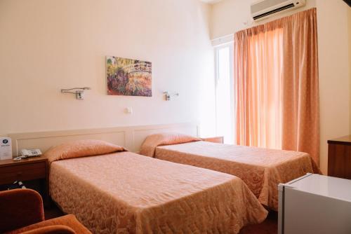Ένα ή περισσότερα κρεβάτια σε δωμάτιο στο Ξενοδοχείο Pappas