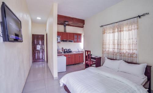 A kitchen or kitchenette at Admiralty Serviced Apartments