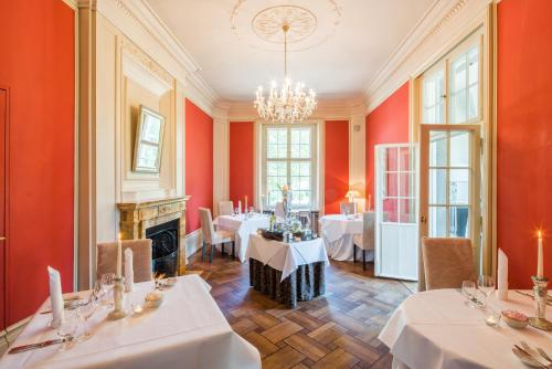 A restaurant or other place to eat at Schloss Kartzow