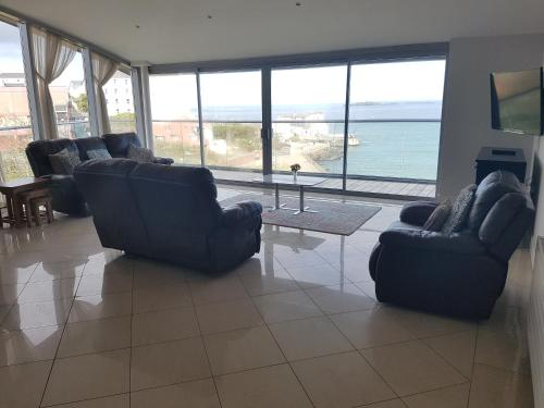 A seating area at Ocean View Penthouse Portrush