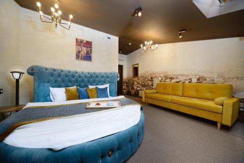 Кровать или кровати в номере Бутик отель Чемодановъ