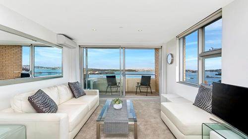 A seating area at One Bedroom Apartment with Jaw Dropping Harbour Views (CBELA)
