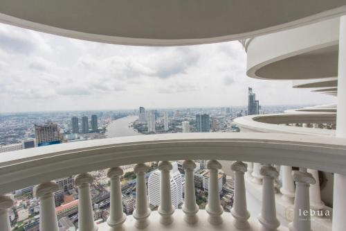 A balcony or terrace at lebua at State Tower (The World's First Vertical Destination)