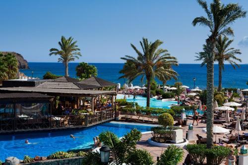 Uitzicht op het zwembad bij Gran Castillo Tagoro Family & Fun Playa Blanca of in de buurt