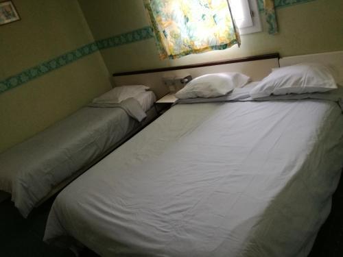 A bed or beds in a room at Hôtel l'Eden