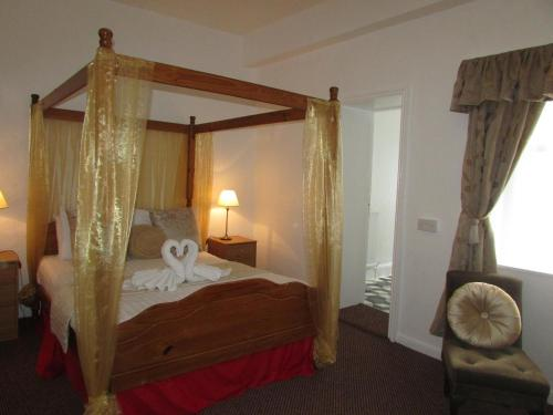 A bed or beds in a room at Holliers Hotel