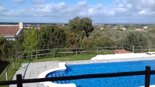 Uma vista da piscina em Hotel Quinta Dos Bastos ou nas proximidades