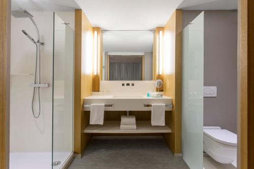 A bathroom at Chateau Royal Beach Resort & Spa, Noumea