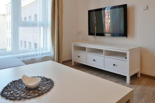 Televízia a/alebo spoločenská miestnosť v ubytovaní Apartmán 1+1 v centru České Lípy, 2.patro