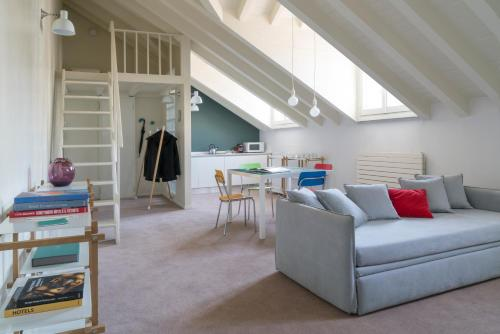A seating area at Brera Apartments in Garibaldi