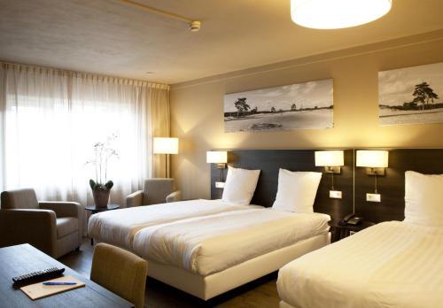 Een bed of bedden in een kamer bij Fletcher Hotel-Restaurant Het Witte Huis