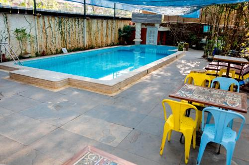 The swimming pool at or close to Casa Menezes - A Heritage Goan Homestay